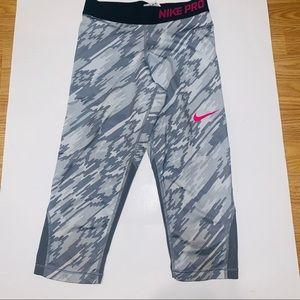 Nike pro girls kids Capri leggings medium gray
